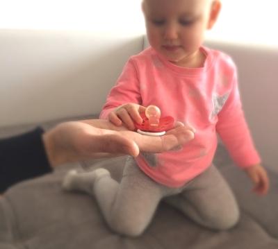 Czy wiesz co możesz dać dziecku wraz ze smoczkiem?