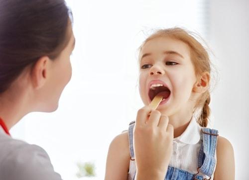 Mononukleoza zakaźna u dzieci – jak odróżnić ją od anginy?